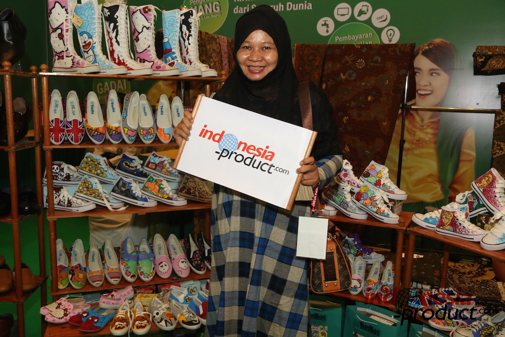 The unique and beautiful painting shoes from Surabaya, East Java