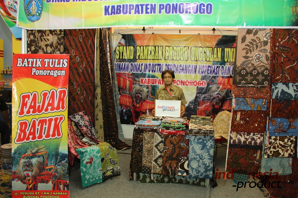 This kind of Batik Tulis present the nature colors and design