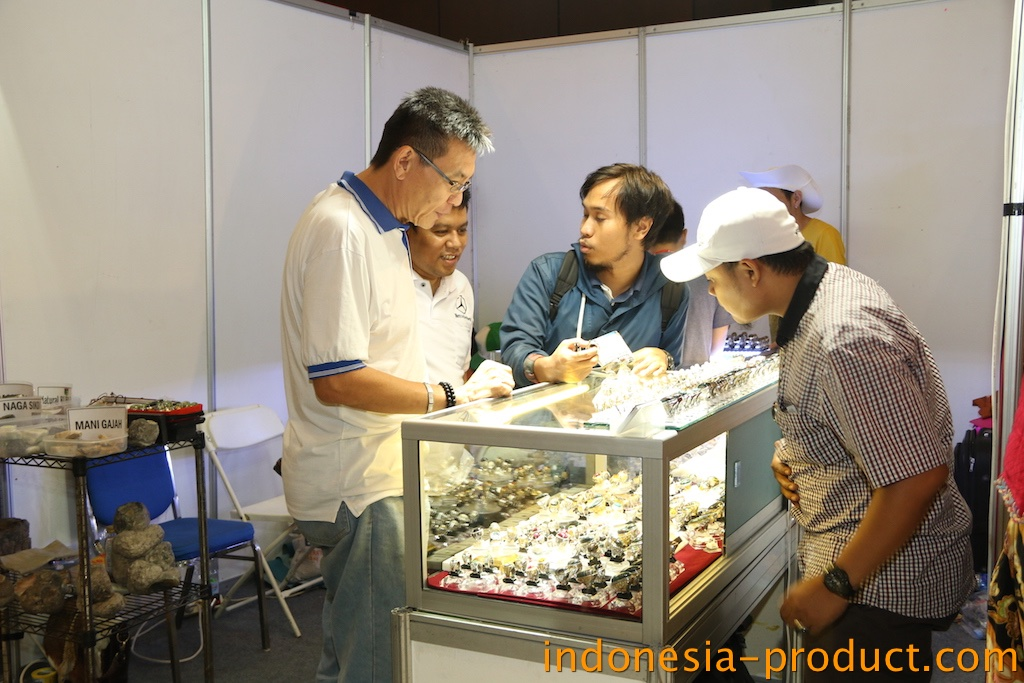 this gemstone shop offers you Pacitan stone products for your fashion accessories
