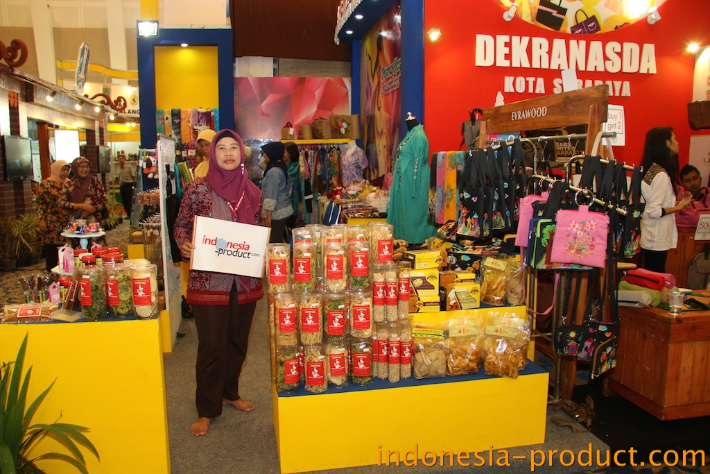 when visit Surabaya and need to buy snacks, you can come to this shop