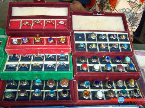 The price of agate varies from several thousand rupiah to several hundred thousand rupiah, depending on the grade