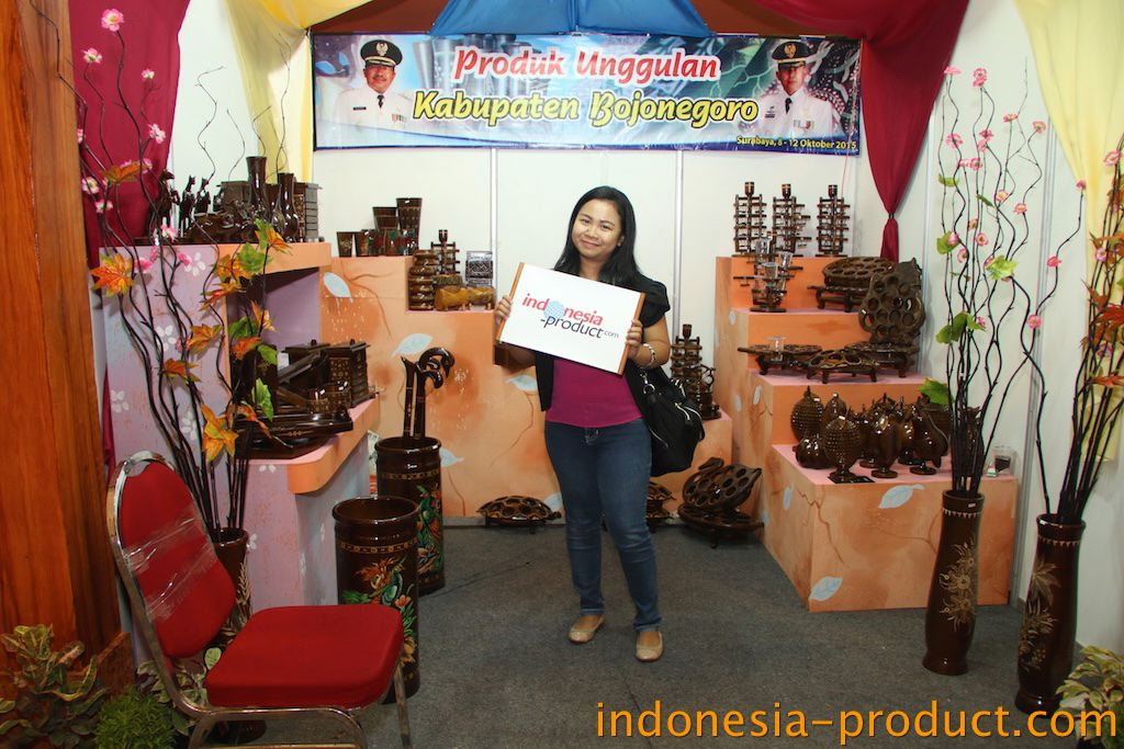 Wooden souvenir craft industry in Bojonegoro is different from teak wood carving crafts in general