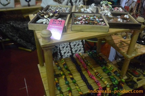 101 True Fashion Earth - Gallery of Ethnic Designed Fashion and Jewelry Accessories from Surabaya, East Java