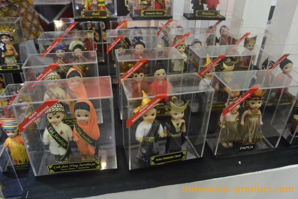 Dolls that manufactured by Mrs. Sukma, the owner of Dian Collection, with varying sizes are clad in traditional clothing from different regions