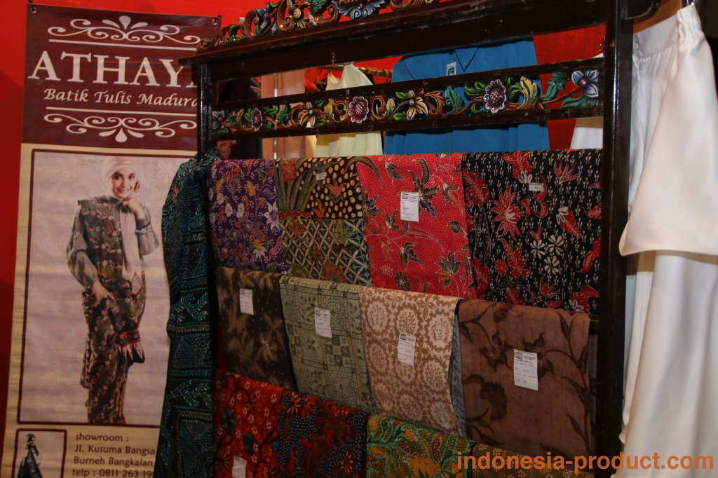 """The uniqueness of the Madura batik motif that also provided by Athaya Batik is """"Gentongan"""" batik. Gentongan batik process can take up to 6 months of storage in the barrel as part of the dyeing process."""