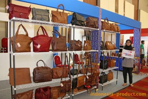 You can find many various styles of handbags in showroom of Aikori, started from the exclusive bag or your custom bag.