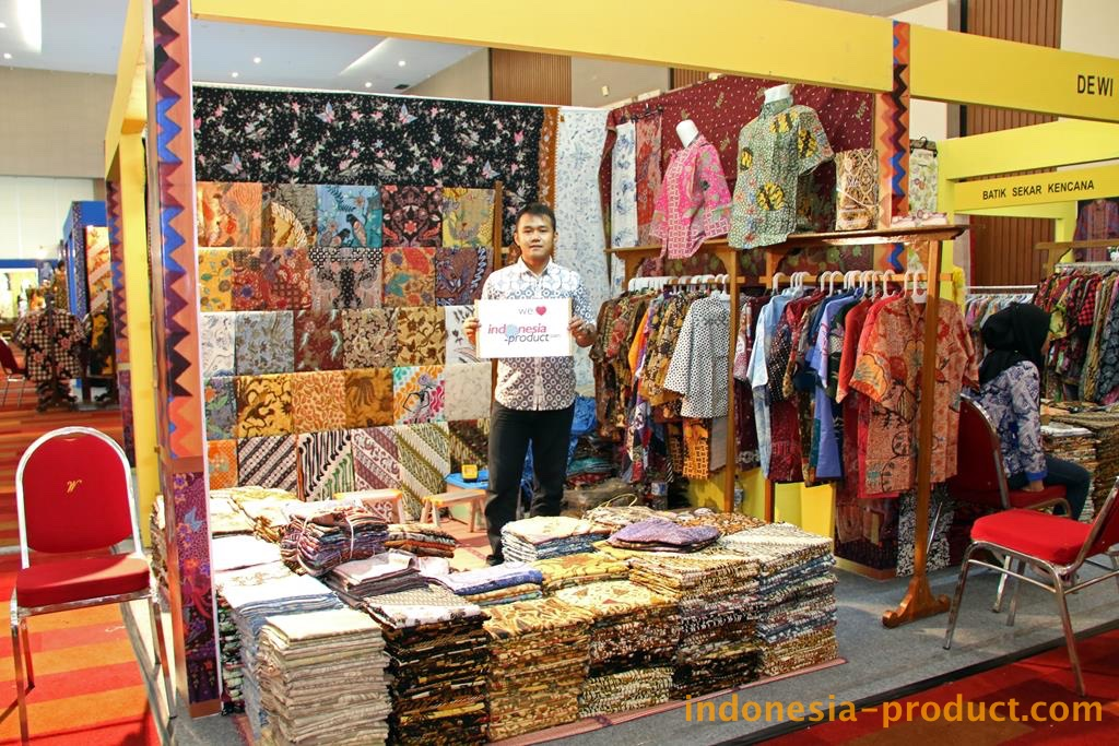 In addition to batik cloth, Putri Nabila also supplies various kinds of batik fabric with unique batik motifs from various regions in Indonesia.