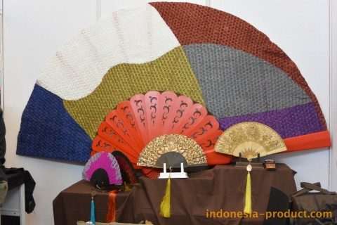Wiracana Hand Fan A Truly Unique And Comfortable Hand Fan Shape