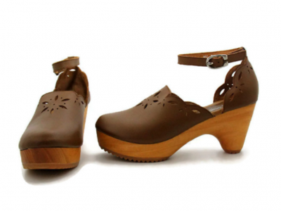 Playing With Clog, A Traditional Footware To Looks Good In Ethnic Style