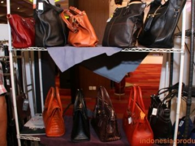 Some Aspects Affect The Leather Bags Price