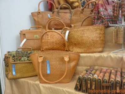 The Woven Bags And Clutch And How To Maintain It