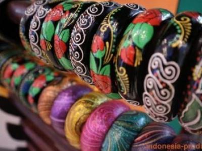 Wooden Bracelets in Varies Motifs
