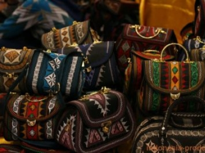 Bags Craft in Authentic Acehnese Ethnic Motifs