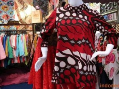 Modern Women's Tops Batik Suitable For All Occasions