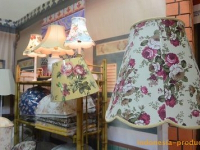 Lampshade in Flower Motifs Will Make Your House More Alive