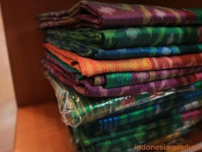 Woven Sarong That Rich of Colors